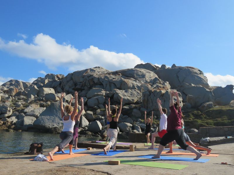 yoga retreat with sailing in sardinia italy