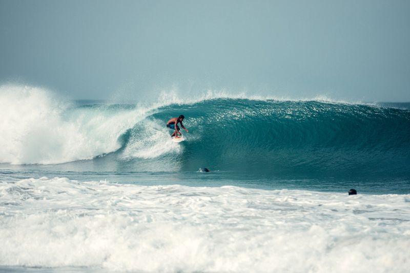 surfing-puerto-escondido-mexico-summer