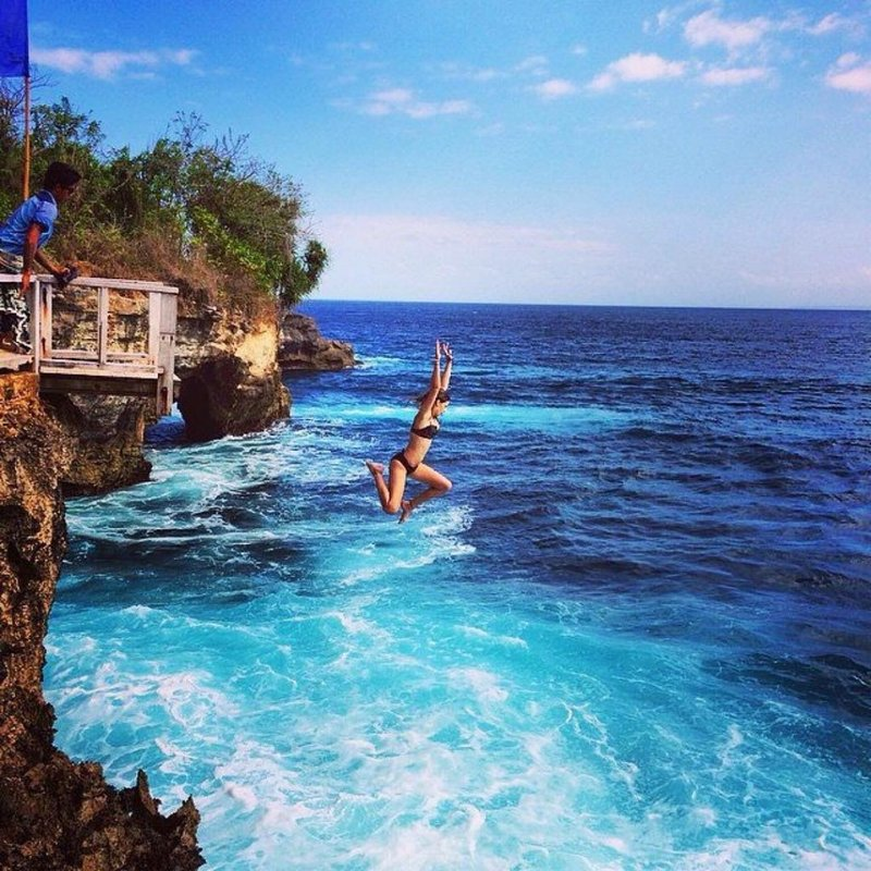 cliff-jump-mahana-point-ceningan