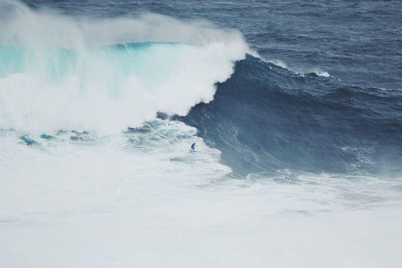 surfing-nazare-portugal