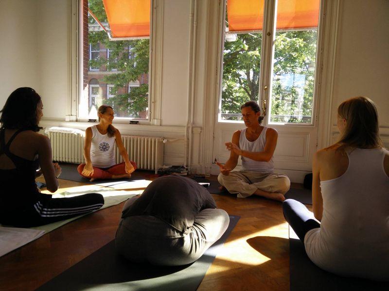 Kevin Sahaj teaching yoga
