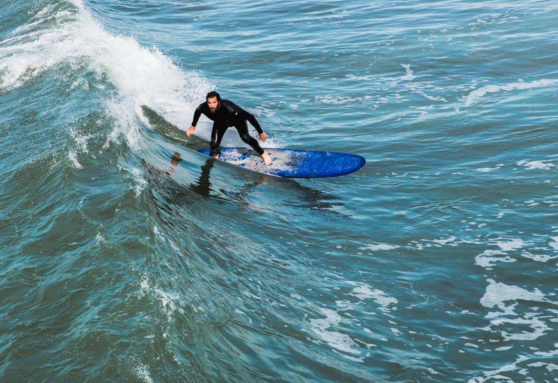 bottom-turn-surfing