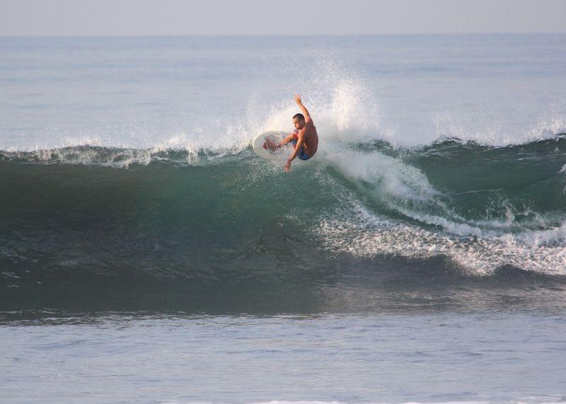 surf-el-cuco-el-salvador