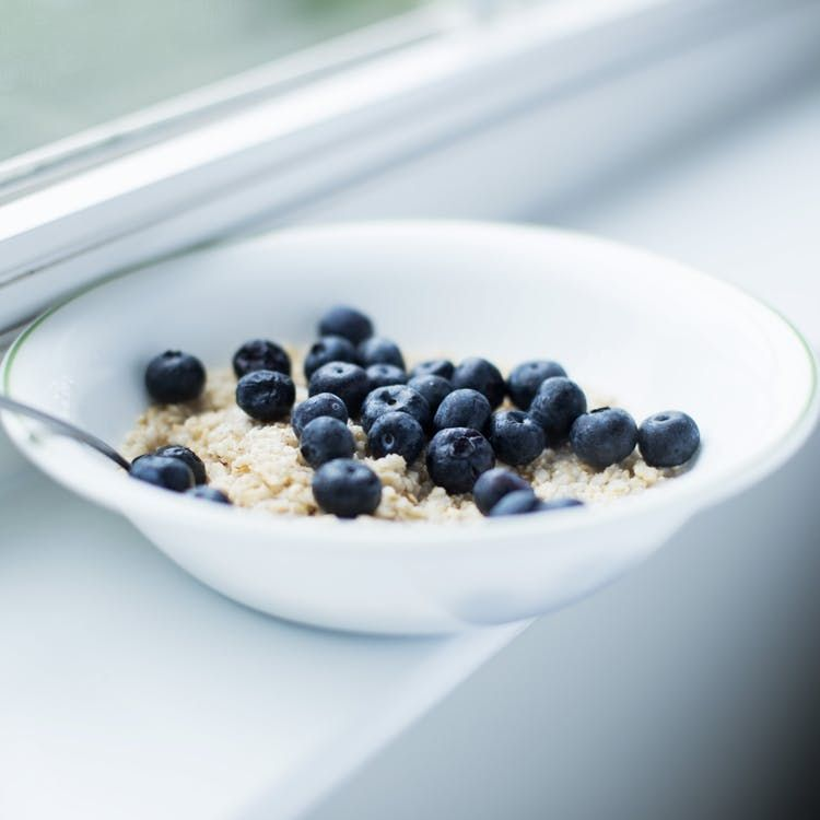 oatmeal and blueberries bowl breakfast