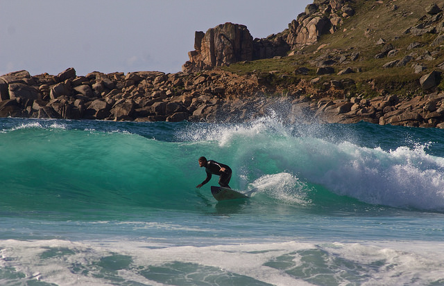 surfing-cornwall-uk