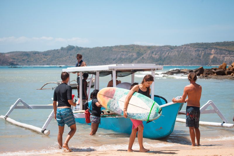 surfing-lombok-indonesia