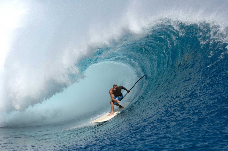 laird-hamilton-sup-surfing