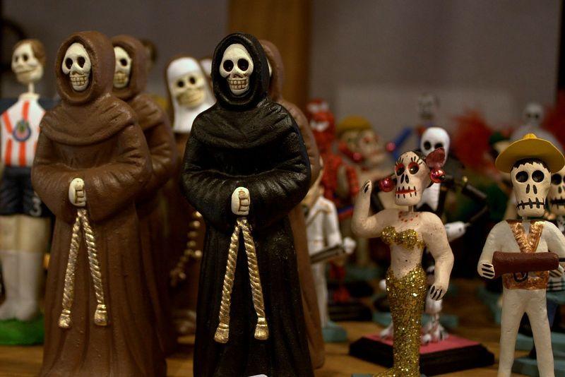 skeleton figures for dia de los muertos