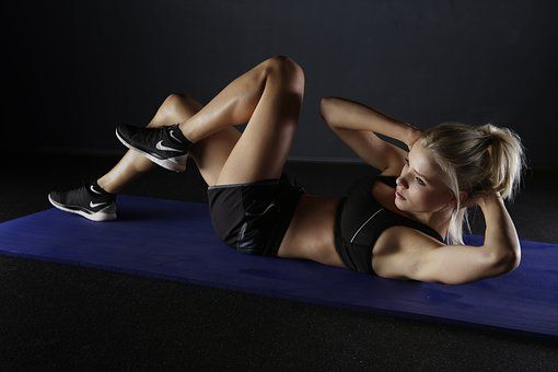 woman doing crunches in sports attire