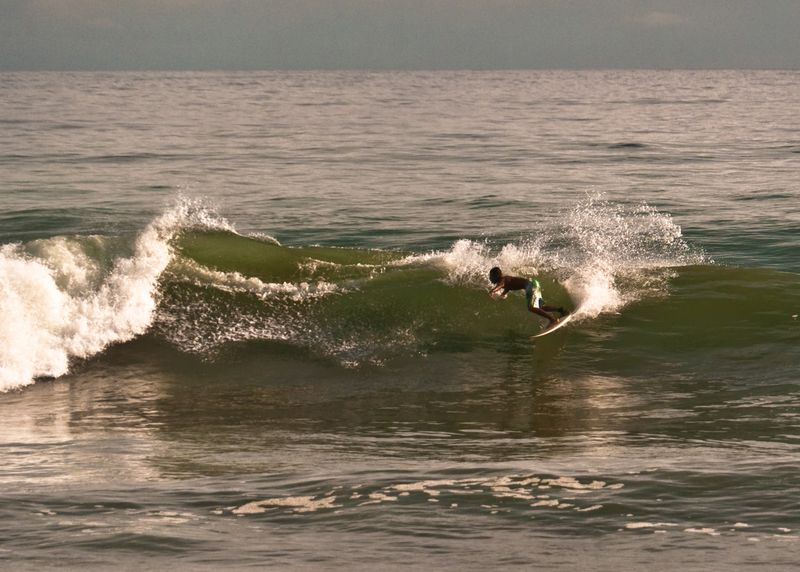 surf-playa-dominical-costa-rica