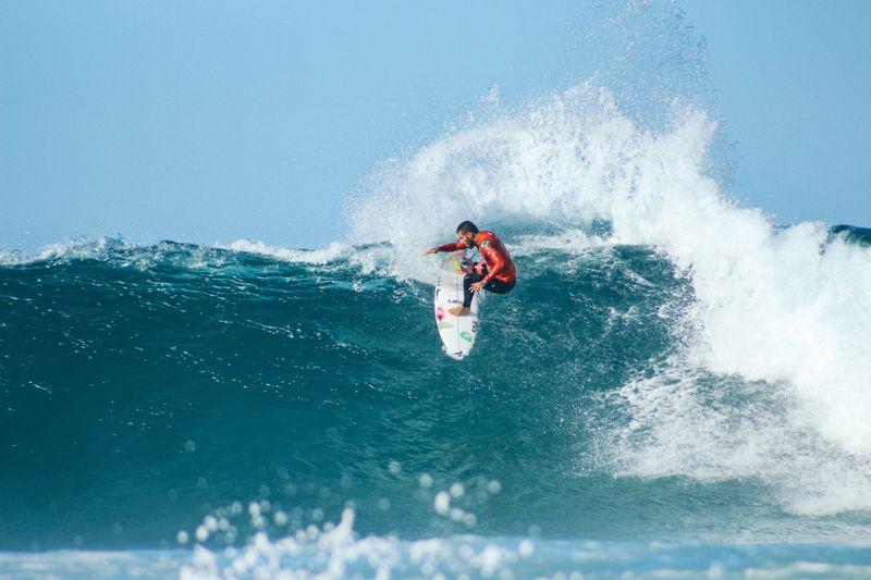 surf-jeffreys-bay-south-africa