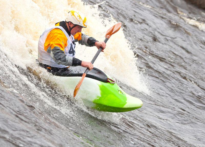kayak-surfing