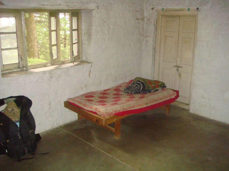 bed inside yogi cabin india windows