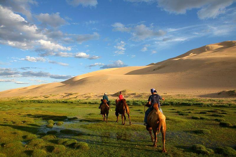 Mongolia horse trekking