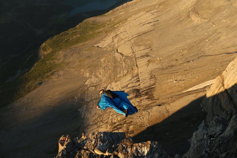 wingsuit-flying