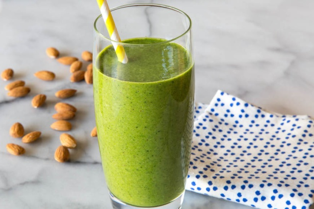 almond butter and spinach smoothie