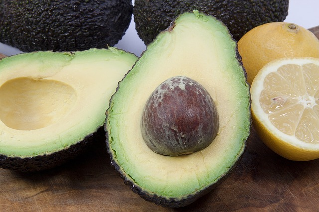 Foods that all Yogis & Non-Yogis Should Eat: Avocados