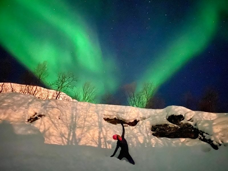 yoga in norway under the norhern lights