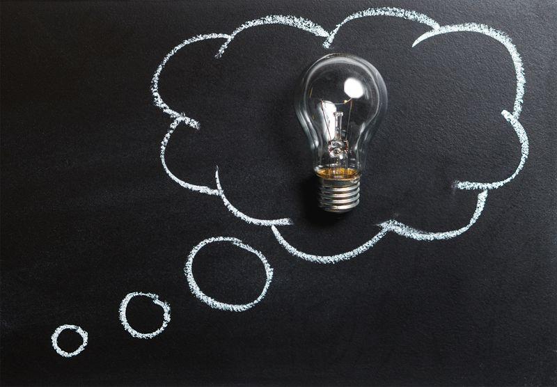 idea speech bubble chalk on black board