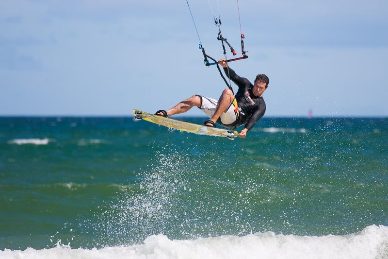 jump-with-grab-kitesurfing