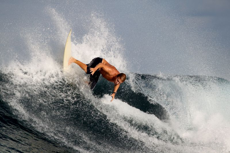 surfing-north-male-atoll