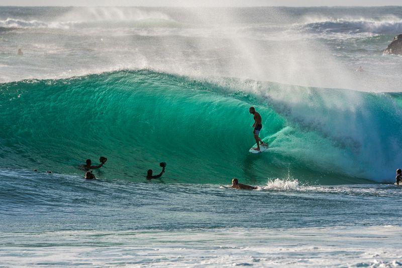 surf-suranbah-australia-barrel