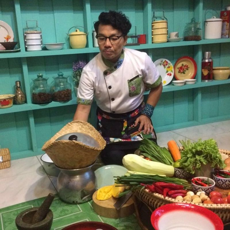 chef teaching a cooking class