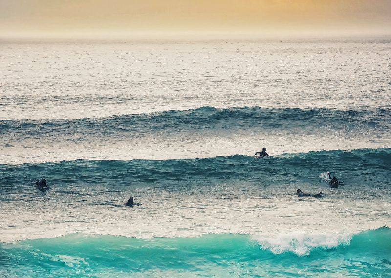 surf-fistral-beach-newquay-uk
