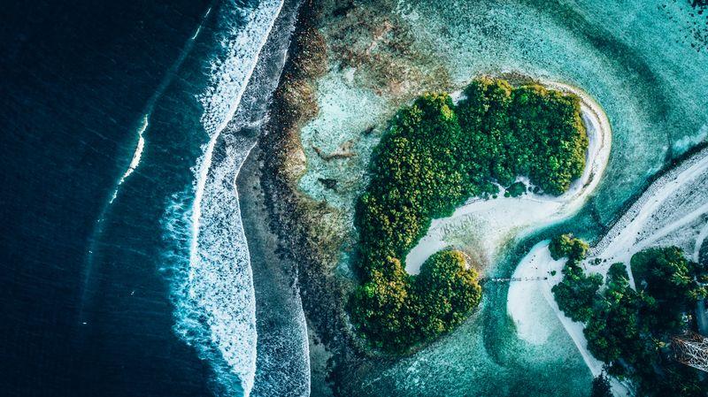 Thulusdhoo-island-maldives