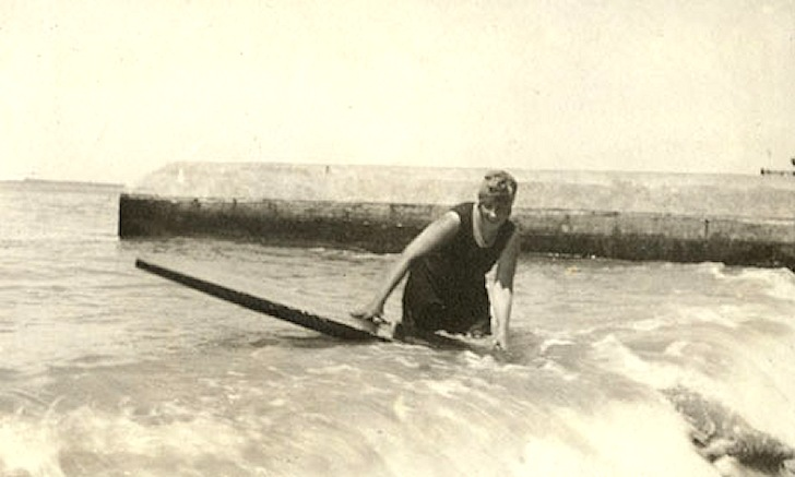 agatha-christie-surfing