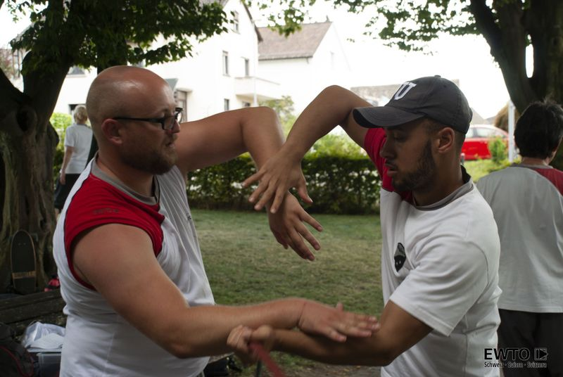 two men practicing wing tsun