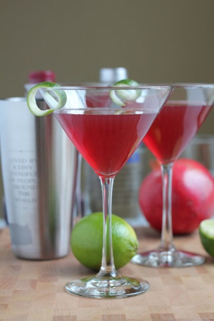 10 easy cocktail recipes for your new year s eve party for Easy cocktail recipes for parties