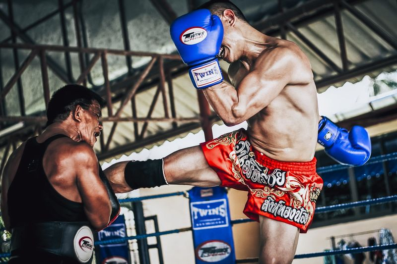 How to Choose The Perfect Boxing Gloves - BookMartialArts com