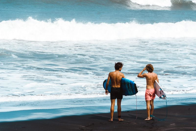 surfing-bali-indonesia
