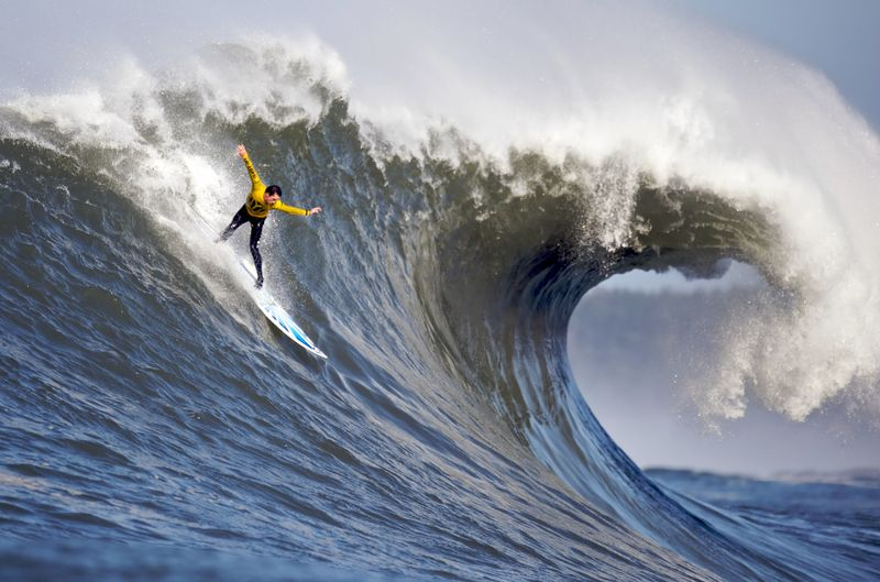 surfing-mavericks-california