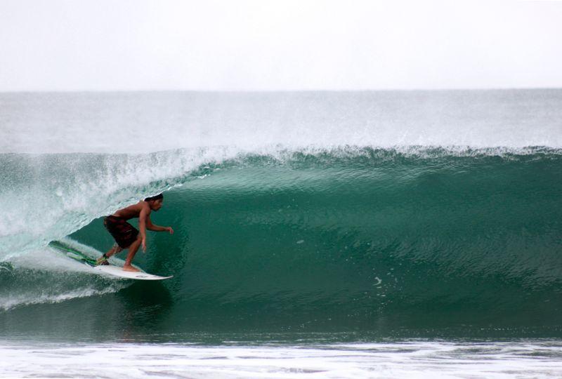 surf-pascuales-colima-mexico
