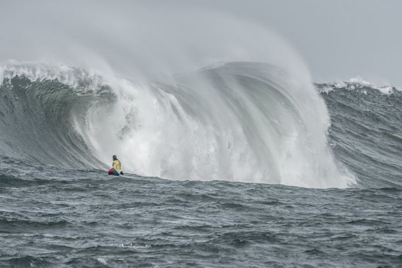 surf-mavericks-california