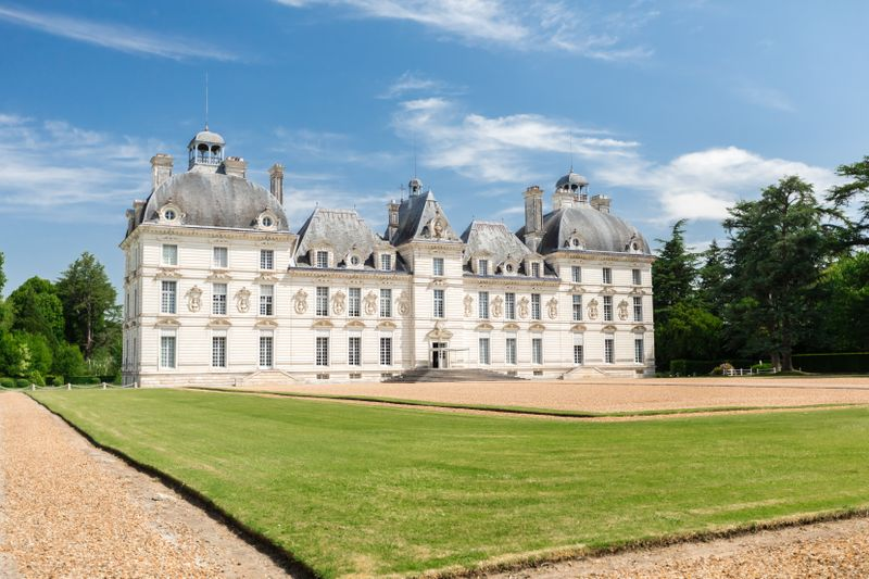 chateau-cheverny-france