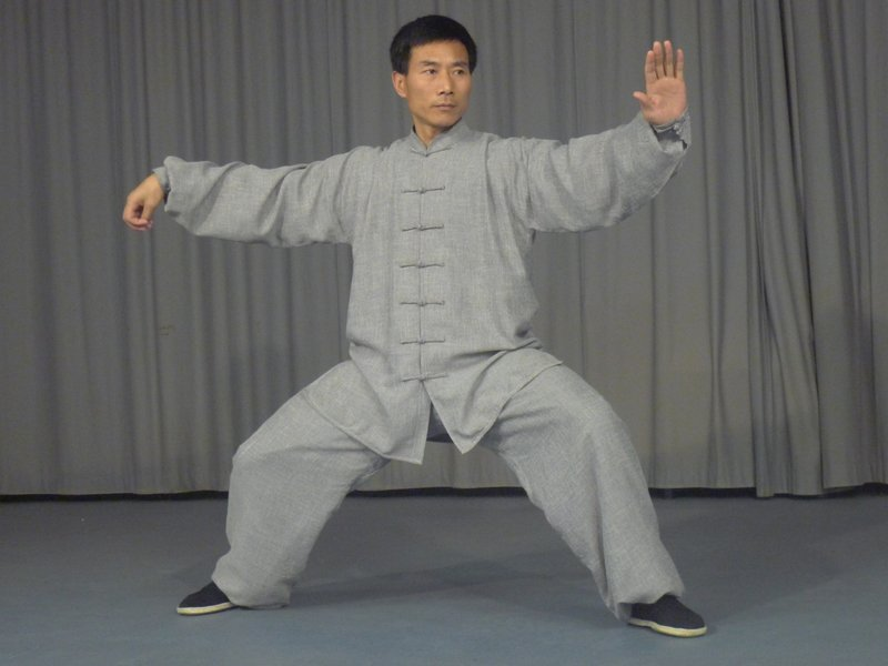Chen Bing demonstrates a single whip