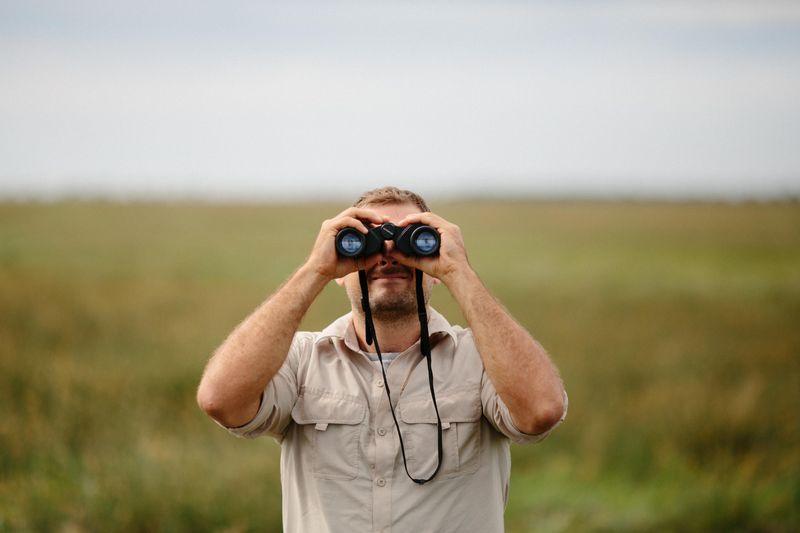 safari-binoculars