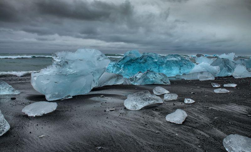 jökulsárlón-diamond-beach-iceland