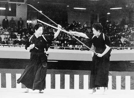 kenjutsu women fighting historical photo