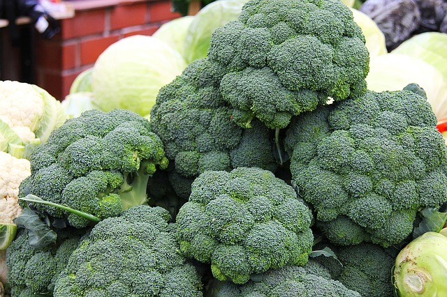 Foods that all Yogis & Non-Yogis Should Eat: broccoli