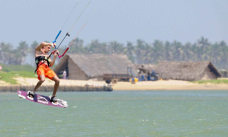 kitesurfing-kalpitiya