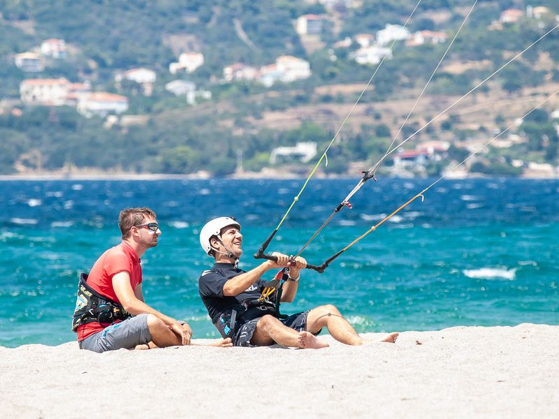 learn-kitesurfing-beach