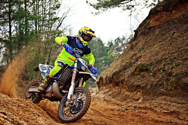 off-road-motorcycle-riding-turns