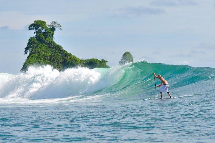 surfing-pico-de-loro-colombia