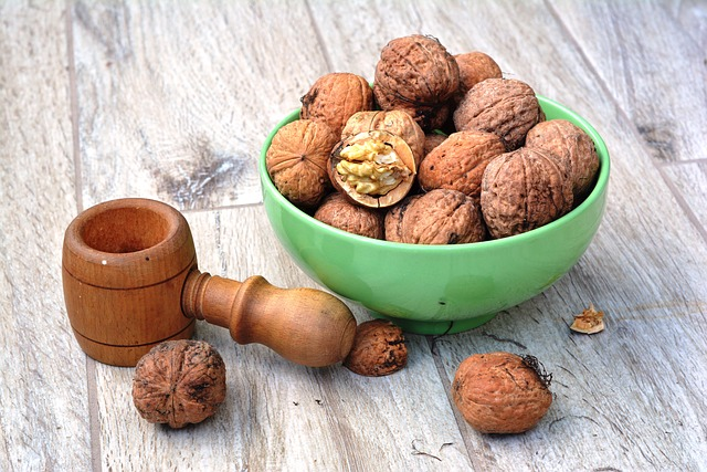 Foods that all Yogis & Non-Yogis Should Eat: walnuts