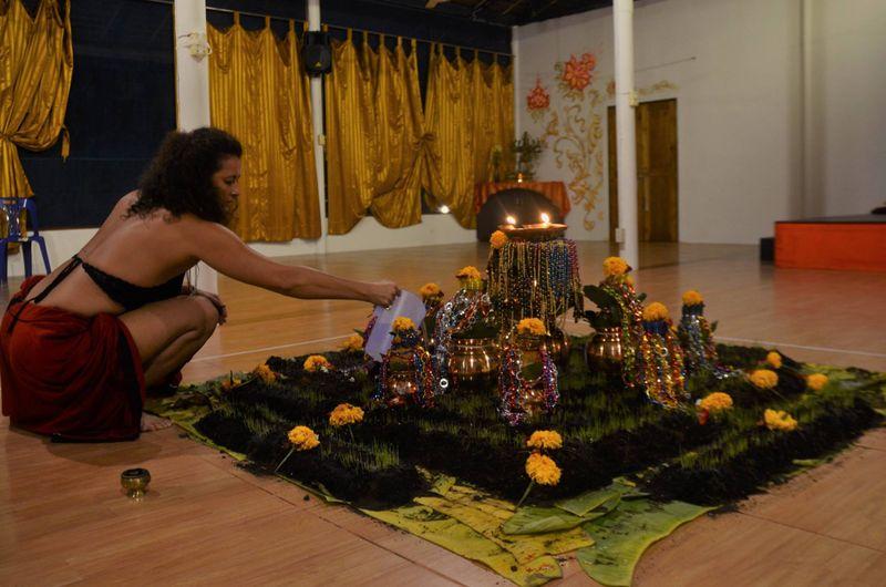 dijan-yoga-teacher-with-yantra