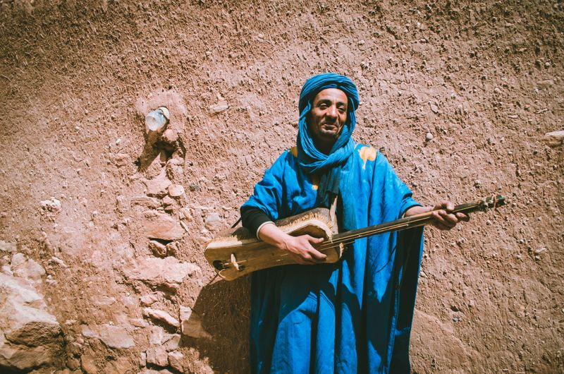 moroccan man traditional music